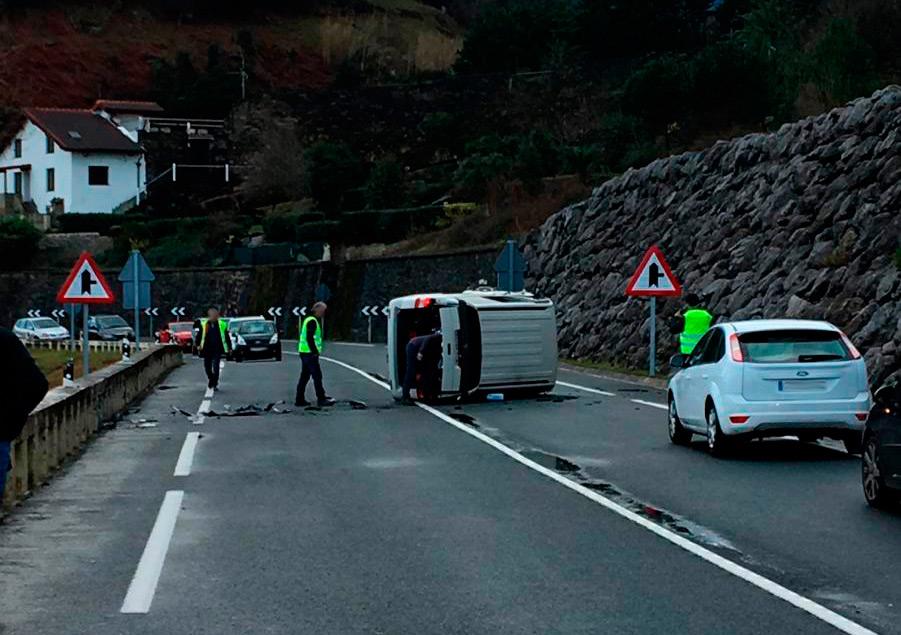 Auto  istripua  izan  da  Zumaiara  bidean