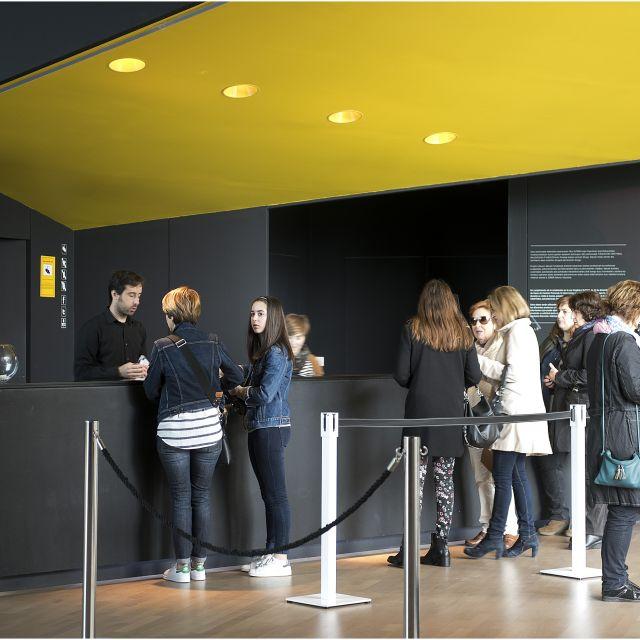 """Balenciaga  museoko  """"Moda  eta  Ondarea.  Testuinguruak""""  erakusketa  ikusteko  azken  egunak"""