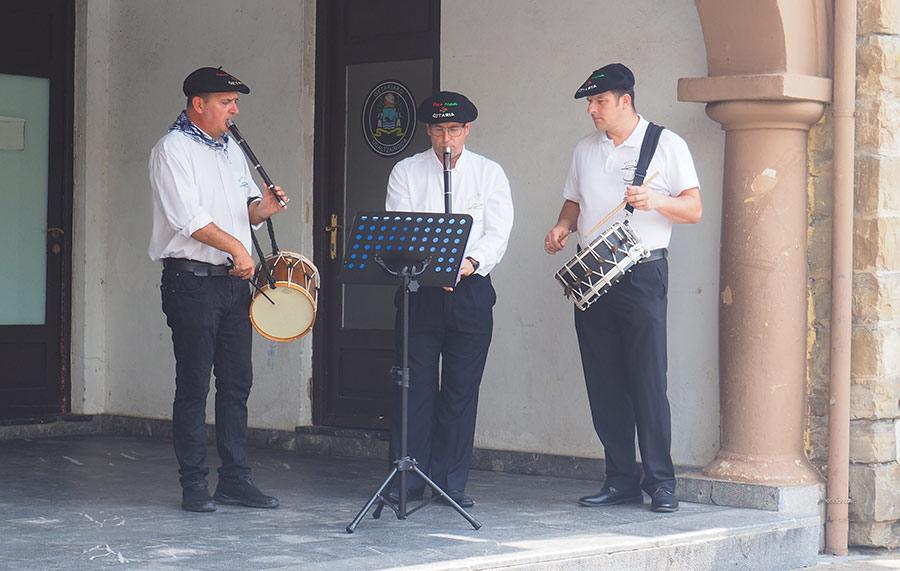 Salbatore Jaiak 2019 - Ohorezko aurreskua