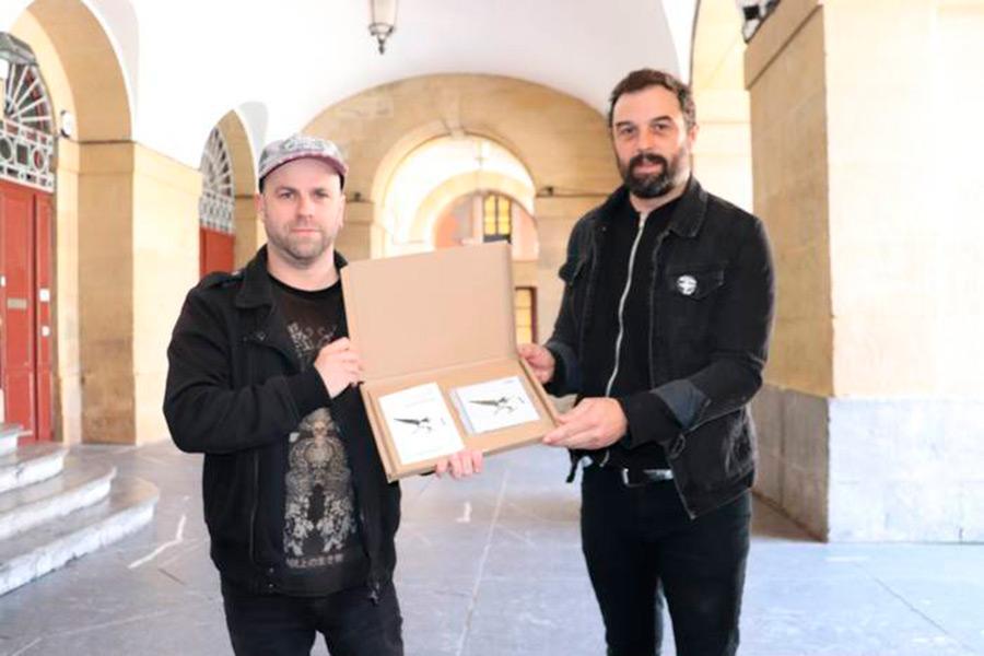 """Gari  Berasaluzeren  azken  lanaren  kritika  """"Argia""""  aldizkarian"""