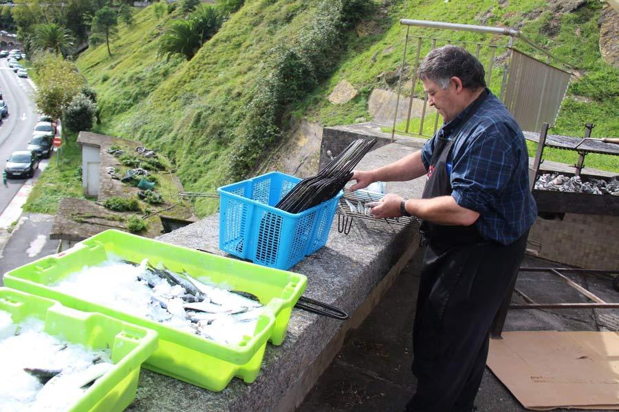 Nepaldalaren aldeko sardina jana