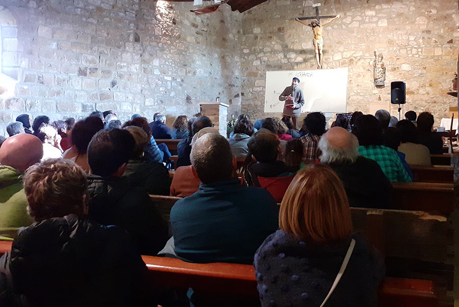 San  Prudentzioko  ermita  bete  zuen  AztiHitza  ikuskizunak